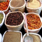 Spices_in_an_Indian_market-